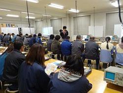 電子システム工学科実験室に茅野市内の技術者が30人が集まりました