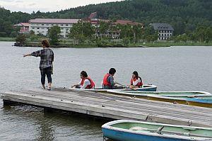 ボートにのる学生もいました