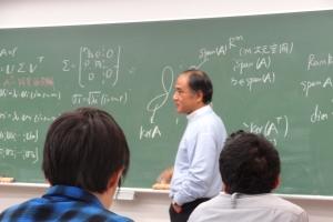 その後,代数幾何学をもちいた 最適化逆問題について講義を行い